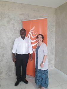 Photo entre Irene Petras, représentant ICNL et Hermann Kékéré, Président de GAPP Afrique